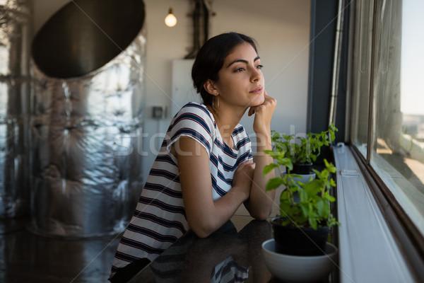 若い女性 見える ウィンドウ オフィス 小さな ストックフォト © wavebreak_media
