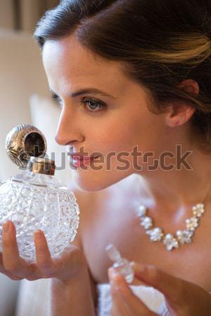 Belle mariée parfum séance fauteuil Photo stock © wavebreak_media