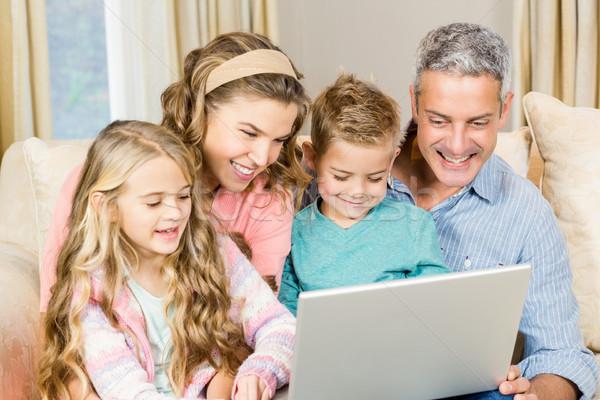 Mutlu aile dizüstü bilgisayar kullanıyorsanız kanepe oturma odası kız adam Stok fotoğraf © wavebreak_media