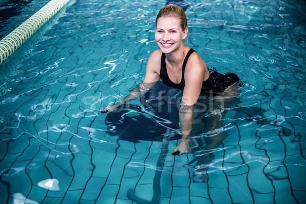 Gülümseyen kadın bisiklete binme yüzme havuzu portre kadın mutlu Stok fotoğraf © wavebreak_media