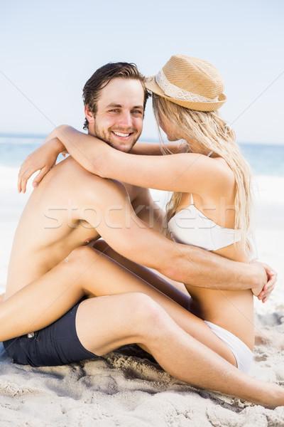 Fiatal pér ül szemtől szembe tengerpart átkarol tenger Stock fotó © wavebreak_media