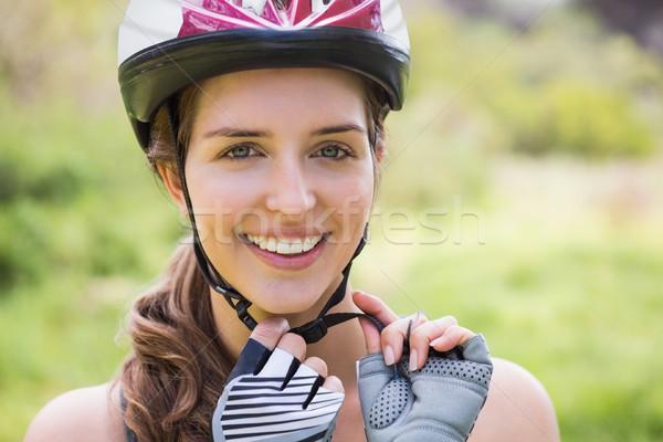 Gülümseyen kadın kask kadın doğa Stok fotoğraf © wavebreak_media