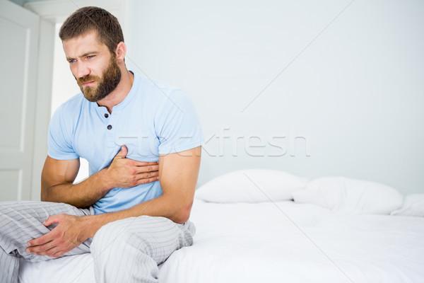 Moço peito dor cama quarto homem Foto stock © wavebreak_media