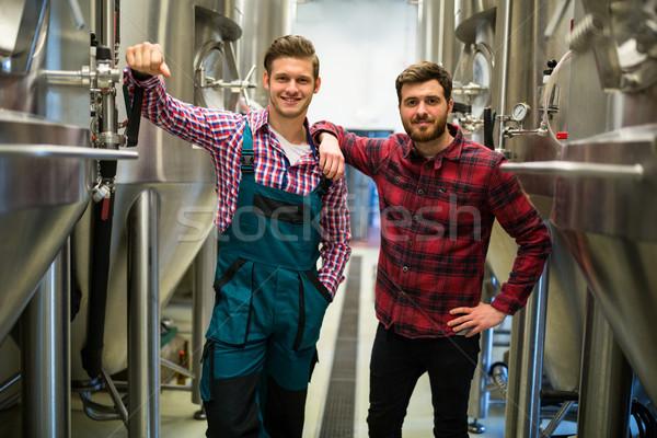 Los brazos cruzados cervecería retrato hombre industria fábrica Foto stock © wavebreak_media