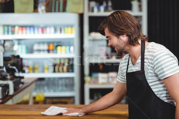 Sorridere cameriere pulizia cafe counter uomo Foto d'archivio © wavebreak_media