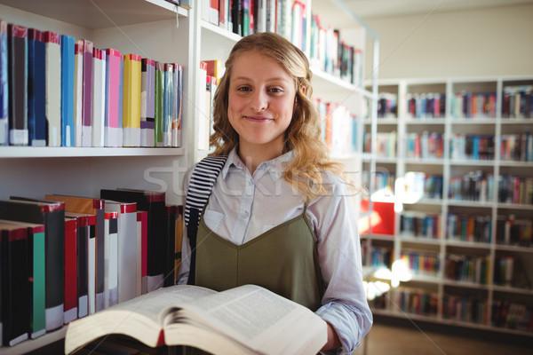 Portrait heureux écolière livre bibliothèque Photo stock © wavebreak_media