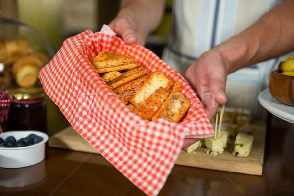 Személyzet tart tálca pult élelmiszer bolt Stock fotó © wavebreak_media