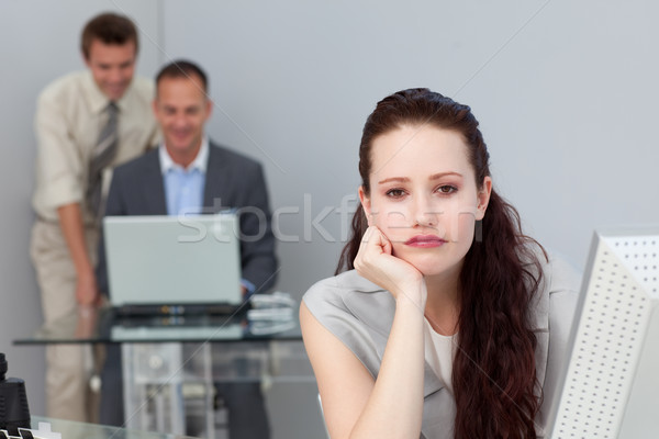 скучно привлекательный деловая женщина глядя камеры бизнеса Сток-фото © wavebreak_media