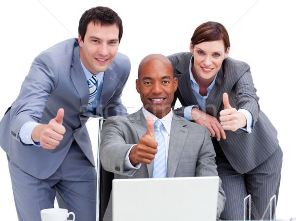 Pessoas de negócios olhando laptop branco teclado Foto stock © wavebreak_media