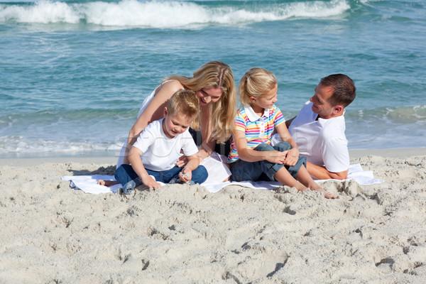 Stok fotoğraf: özenli · ebeveyn · çocuklar · oturma · kum · plaj
