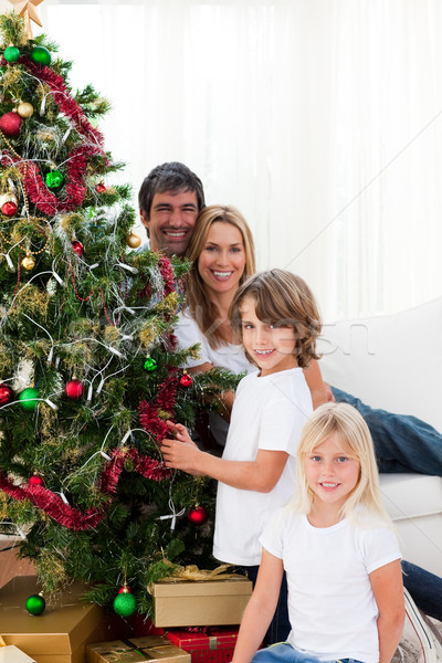 Boldog család karácsonyfa nő gyermek piros gyerek Stock fotó © wavebreak_media