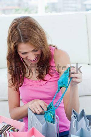 Mulher atraente lavanderia branco casa fundo jovem Foto stock © wavebreak_media
