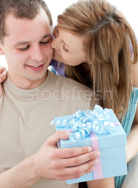 Mooie vriendin aanwezig kus vriendje witte Stockfoto © wavebreak_media