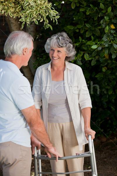 男 妻 庭園 携帯 女性 病気 ストックフォト © wavebreak_media