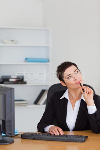 肖像 沈痛 秘書 オフィス コンピュータ 女性 ストックフォト © wavebreak_media