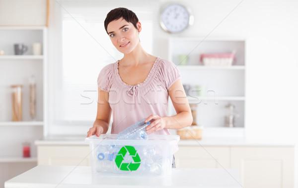 Gülümseyen kadın şişeler geri dönüşüm kutu mutfak mutlu Stok fotoğraf © wavebreak_media