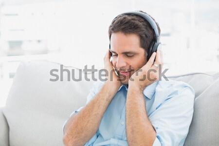 Stock fotó: Jóképű · férfi · zenét · hallgat · fehér · arc · divat · modell