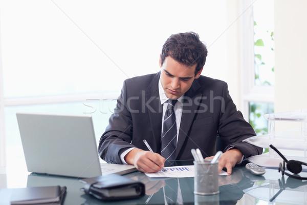 üzletember dolgozik statisztika iroda arc munka Stock fotó © wavebreak_media