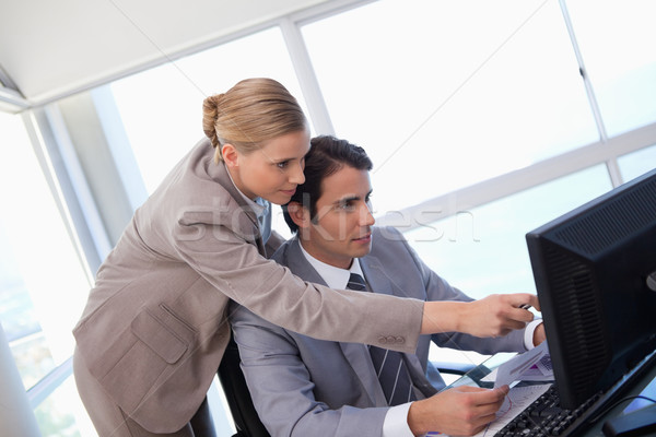Manager punta qualcosa segretario computer ufficio Foto d'archivio © wavebreak_media