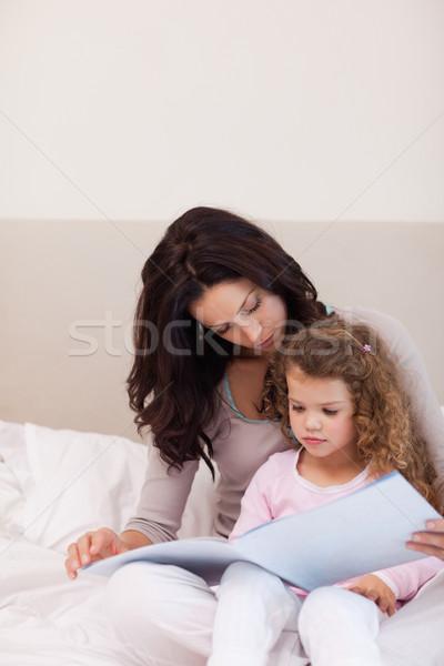 Jóvenes madre lectura historia hija amor Foto stock © wavebreak_media
