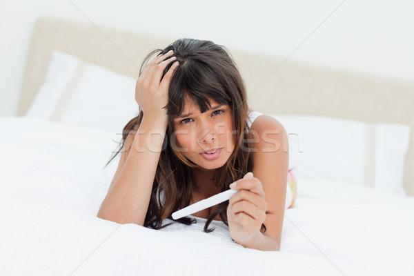 Preocupado prueba del embarazo cama blanco Foto stock © wavebreak_media