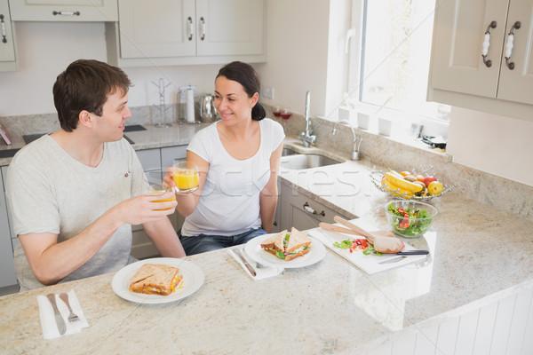 Kettő fiatalok ül konyha egészséges étel férfi Stock fotó © wavebreak_media