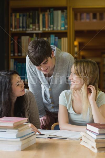 étudiant parler bibliothèque sourire livres Photo stock © wavebreak_media