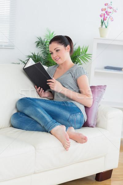 сидят диване гостиной чтение книга Сток-фото © wavebreak_media