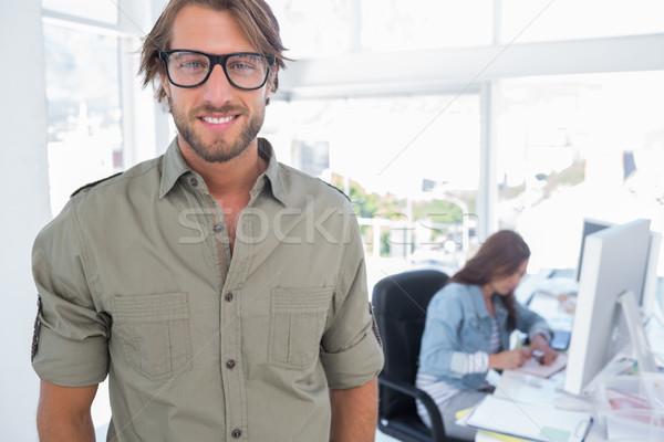 Mosolyog szerkesztő néz kamera iroda számítógép Stock fotó © wavebreak_media