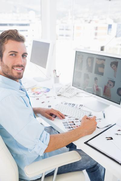 Foto stock: Vista · lateral · retrato · masculina · foto · editor · de · trabajo
