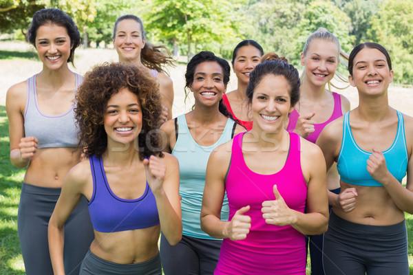 Szczęśliwy kobiet znajomych jogging parku portret Zdjęcia stock © wavebreak_media