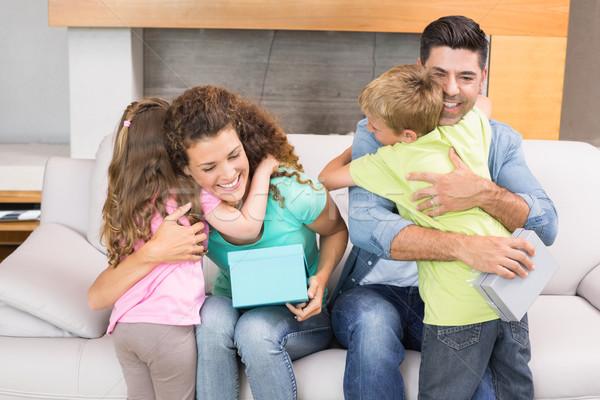 Fiatal testvérek ajándékok szülők otthon nappali Stock fotó © wavebreak_media