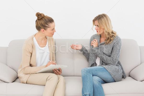 Mówić terapeuta kanapie terapii piśmie Zdjęcia stock © wavebreak_media