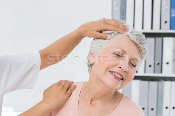 Közelkép kezek nyak beállítás orvosi iroda Stock fotó © wavebreak_media
