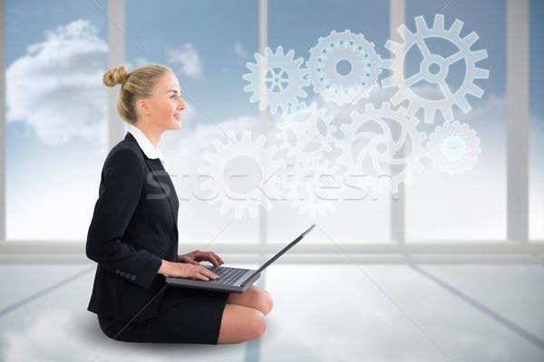Femme d'affaires séance utilisant un ordinateur portable roues Photo stock © wavebreak_media