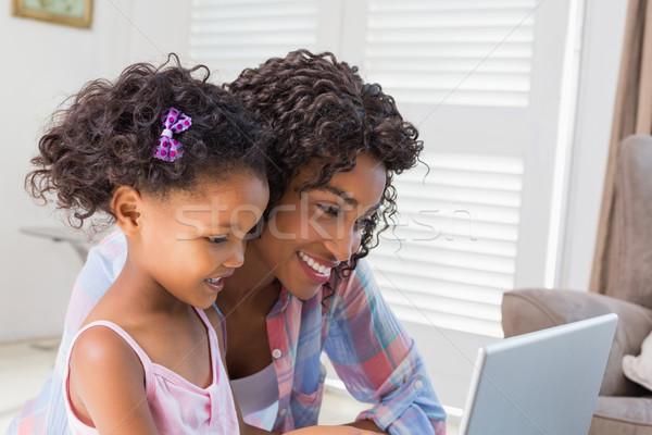 かわいい 娘 ラップトップを使用して デスク 母親 ホーム ストックフォト © wavebreak_media
