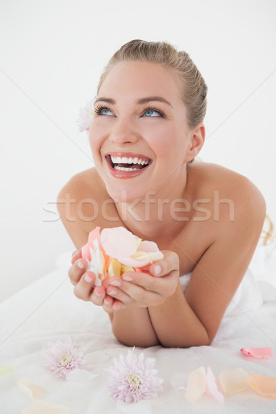 довольно блондинка массаж таблице лепестков Сток-фото © wavebreak_media