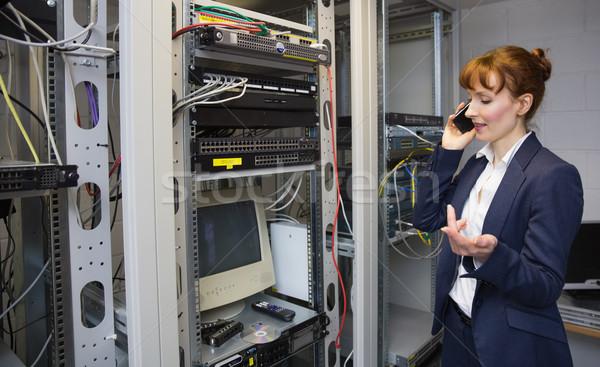 Güzel bilgisayar teknisyen konuşma telefon Stok fotoğraf © wavebreak_media