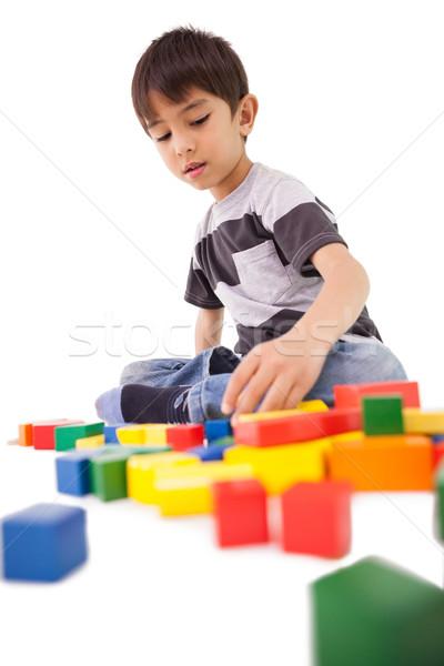 Felice piccolo ragazzo giocare blocchi bianco Foto d'archivio © wavebreak_media