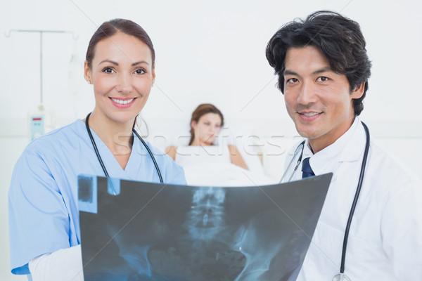 медсестры врач Xray глядя камеры человека Сток-фото © wavebreak_media