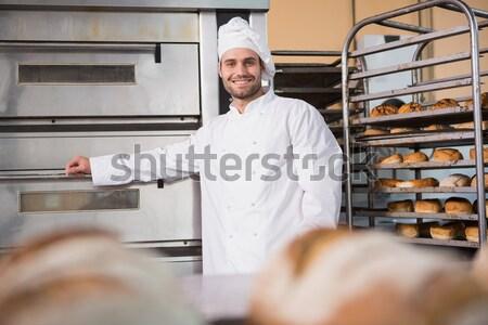 улыбаясь Бейкер глядя камеры кухне хлебобулочные Сток-фото © wavebreak_media