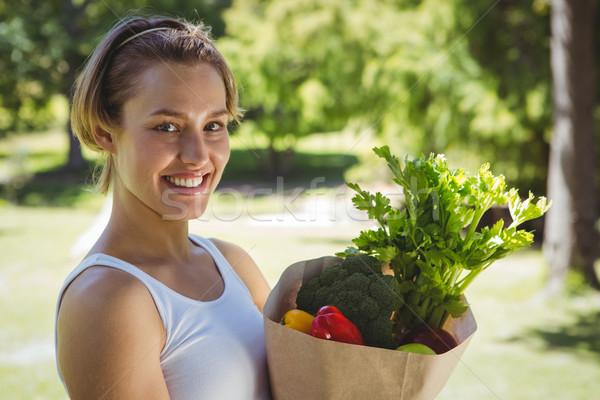 Fitt nő papírzacskó zöldségek napos idő boldog Stock fotó © wavebreak_media