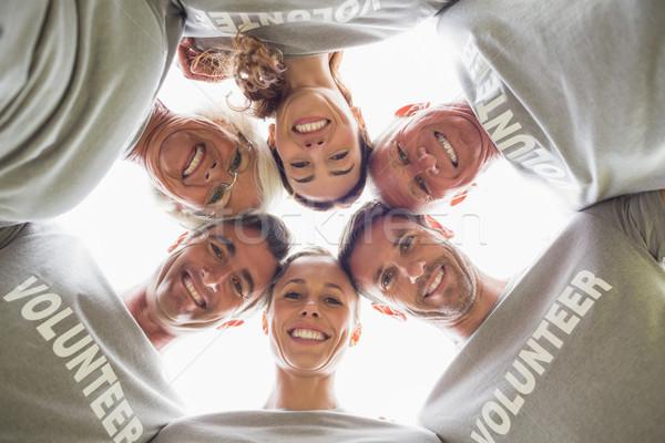 Boldog önkéntes család lefelé néz kamera napos idő Stock fotó © wavebreak_media