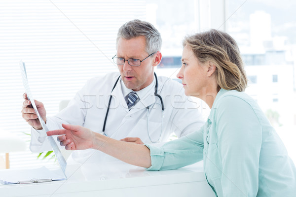 Doktor konuşma hasta xray tıbbi Stok fotoğraf © wavebreak_media