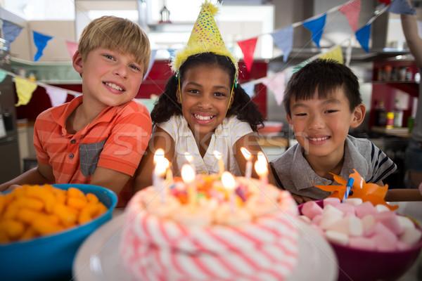 Portré testvérek ünnepel születésnap konyha otthon Stock fotó © wavebreak_media