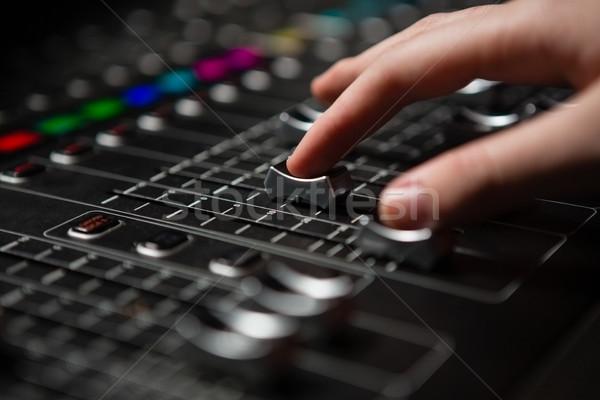 Main Homme audio ingénieur sonores mixeur Photo stock © wavebreak_media