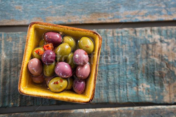 Primo piano marinato olive ciotola tavolo in legno alimentare Foto d'archivio © wavebreak_media