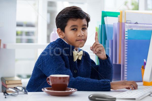 портрет бизнесмен столе служба ребенка Сток-фото © wavebreak_media