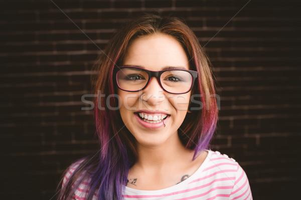 портрет улыбающаяся женщина очки кирпичная стена женщину красоту Сток-фото © wavebreak_media