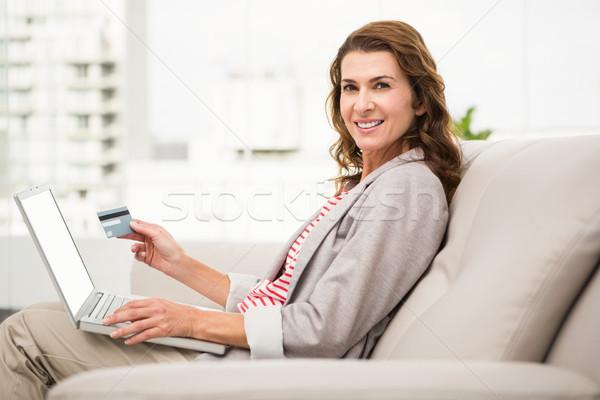Geschäftsfrau Sitzung Couch online Porträt Stock foto © wavebreak_media